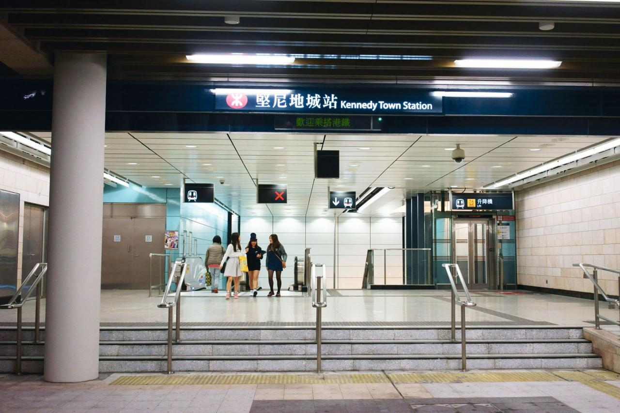 由加惠民道項目往堅尼地城港鐵站需步行約20分鐘。