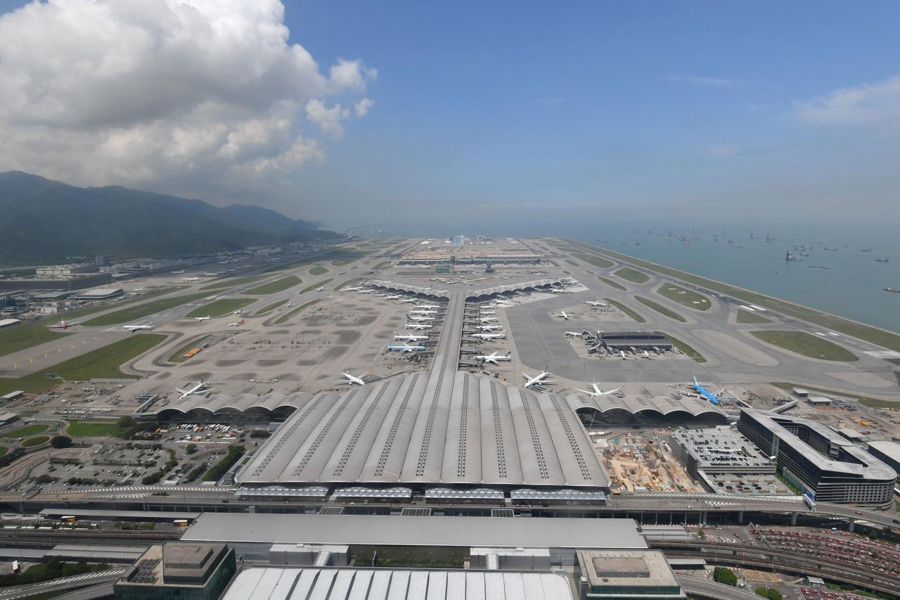 香港機場的發展較區內其他機場落後。