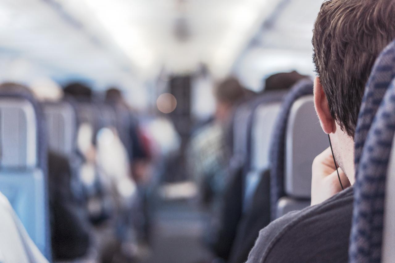 Expedia.com.hk智遊網公布「全球機艙禮儀調查」,了解旅客之間的友善舉動。