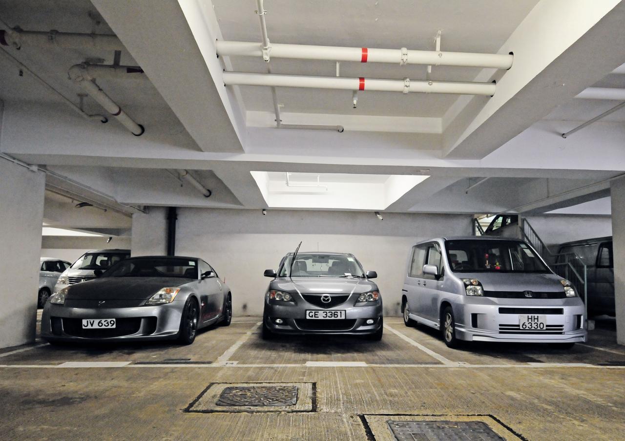 香港土地供應長期不足,導致泊車位出現嚴重短缺。