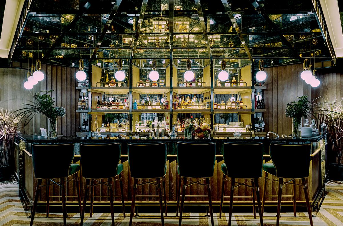 Monte Carlo Whisky Club一攝:客人可以隨意找位置坐下,與好友談天。