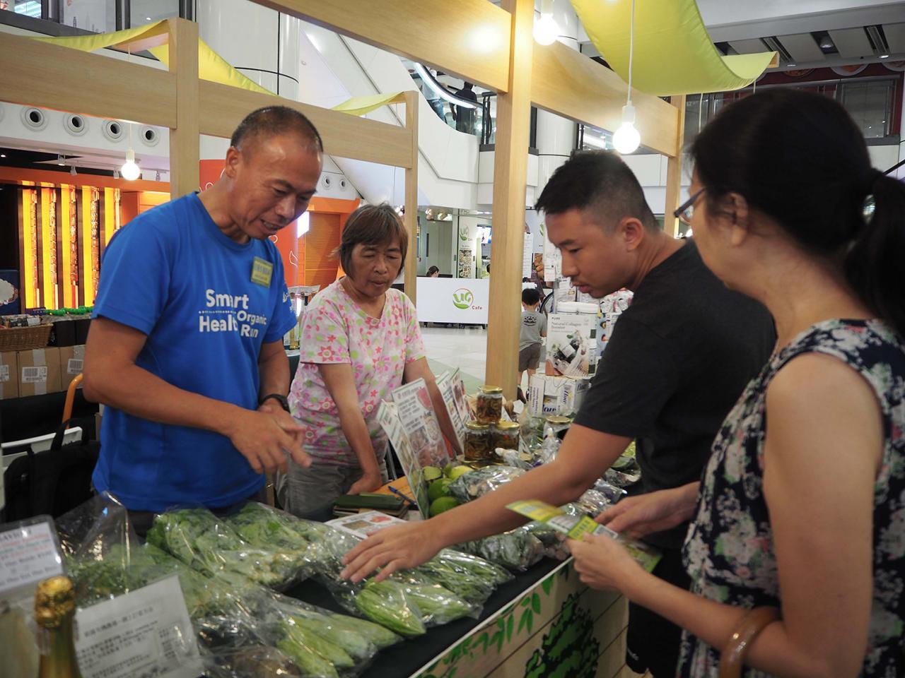 KCP九龍城廣場的「全齡•傳承•擁抱愛」夏日•綠色市集,每周均召集不同綠色潮人攤檔,當中包括有機新鮮農產蔬果。