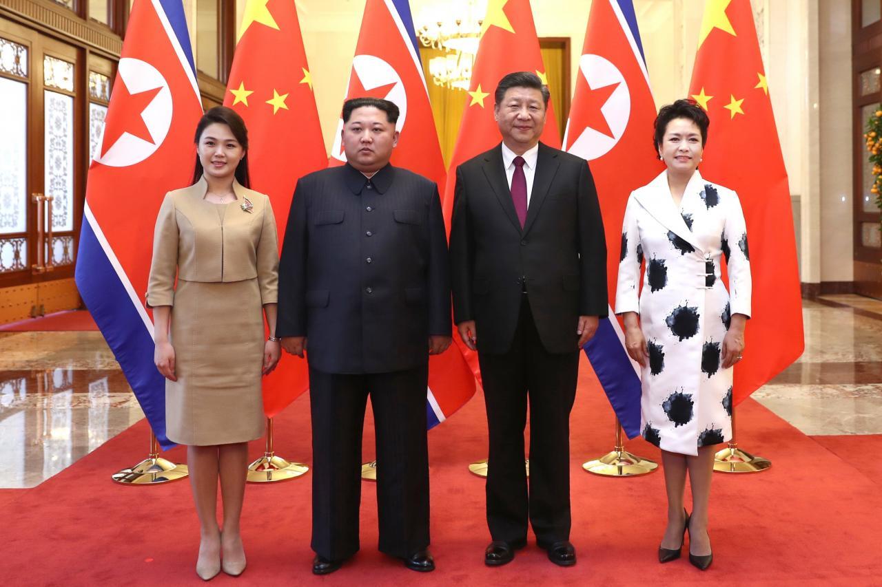 習近平高規格接待金正恩,舉行歡迎宴會接待金及其夫人李雪主,並共同觀看文藝演出。