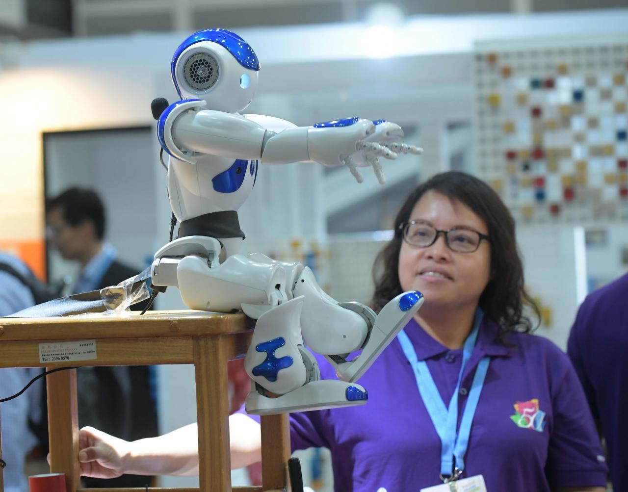 香港的科研投入不足,佔GDP不足百分之一。