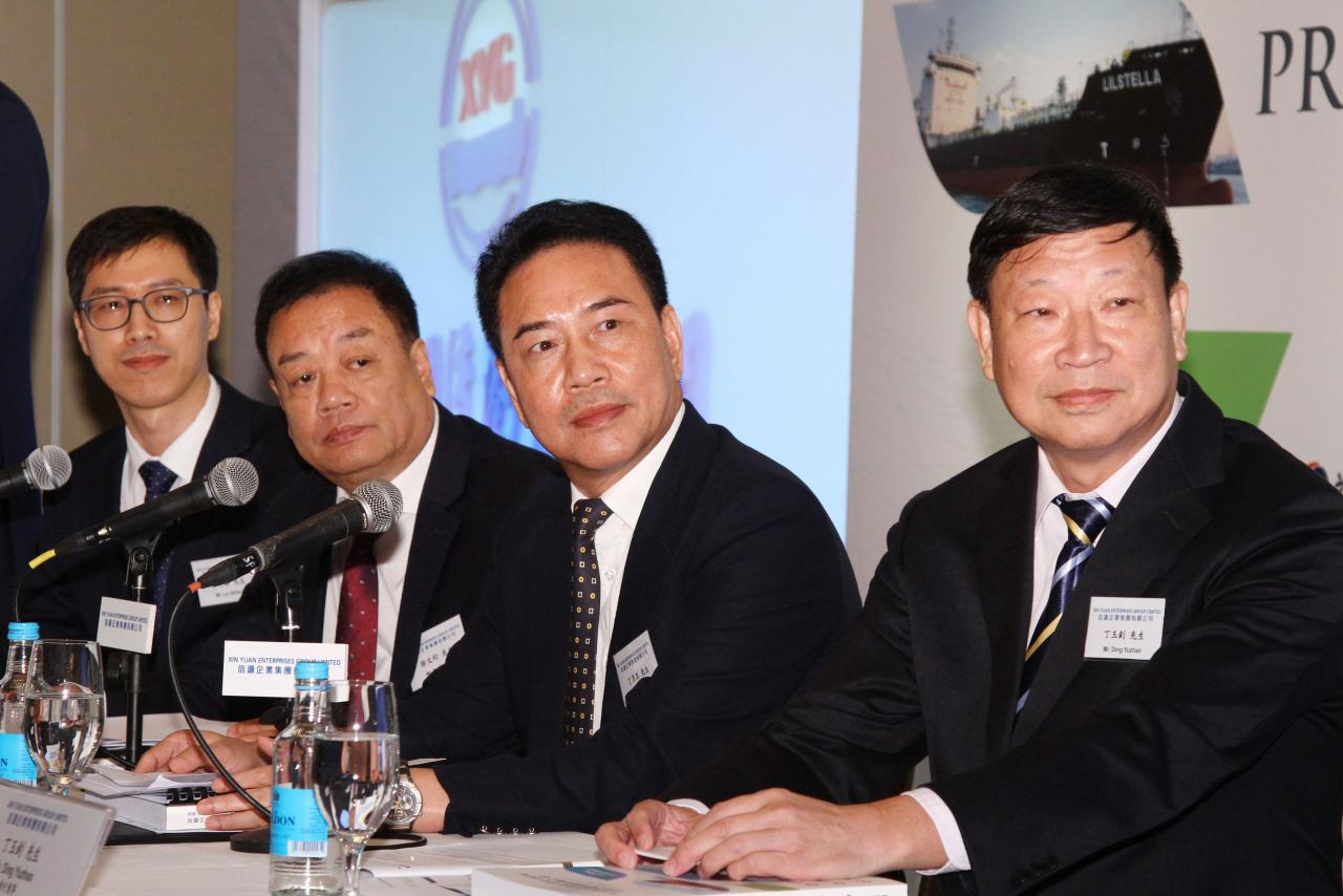 主席丁肖立(右二)表示,雖然現時中美發生貿易磨擦,但中美之間的瀝青貿易很少,因此行業所受影響不大。