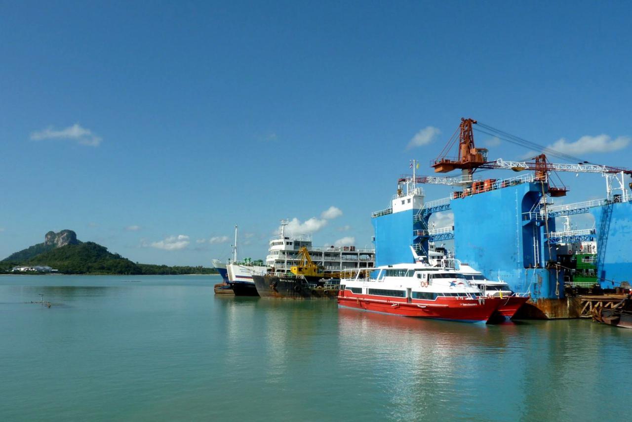 潤利海事為一家擁有20多年歷史的本港海事服務供應商,主要提供船舶租賃及船舶管理等服務。