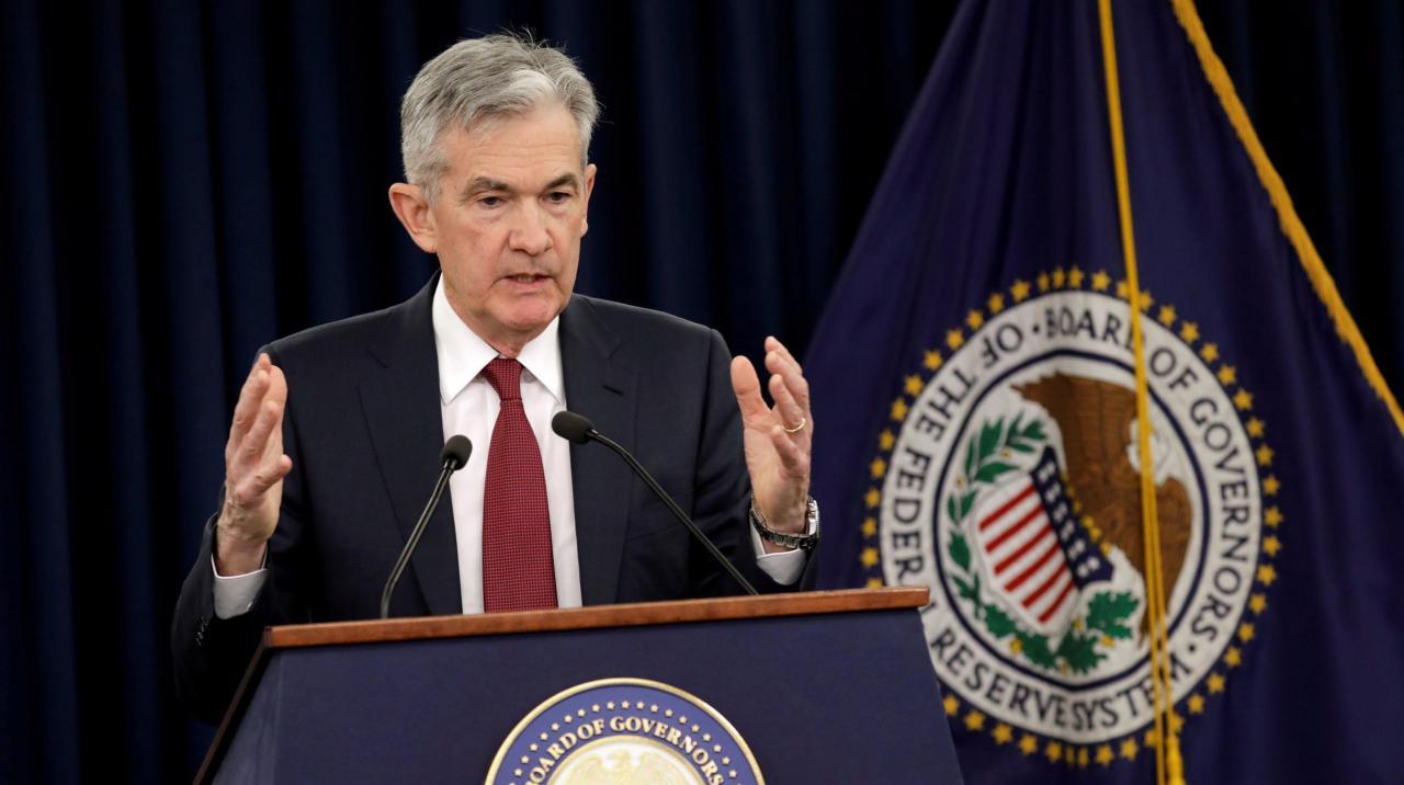自從主席Powell一改強硬作風,宣布暫停加息,美國長短債息差不斷收窄,直接打擊銀行盈利能力。