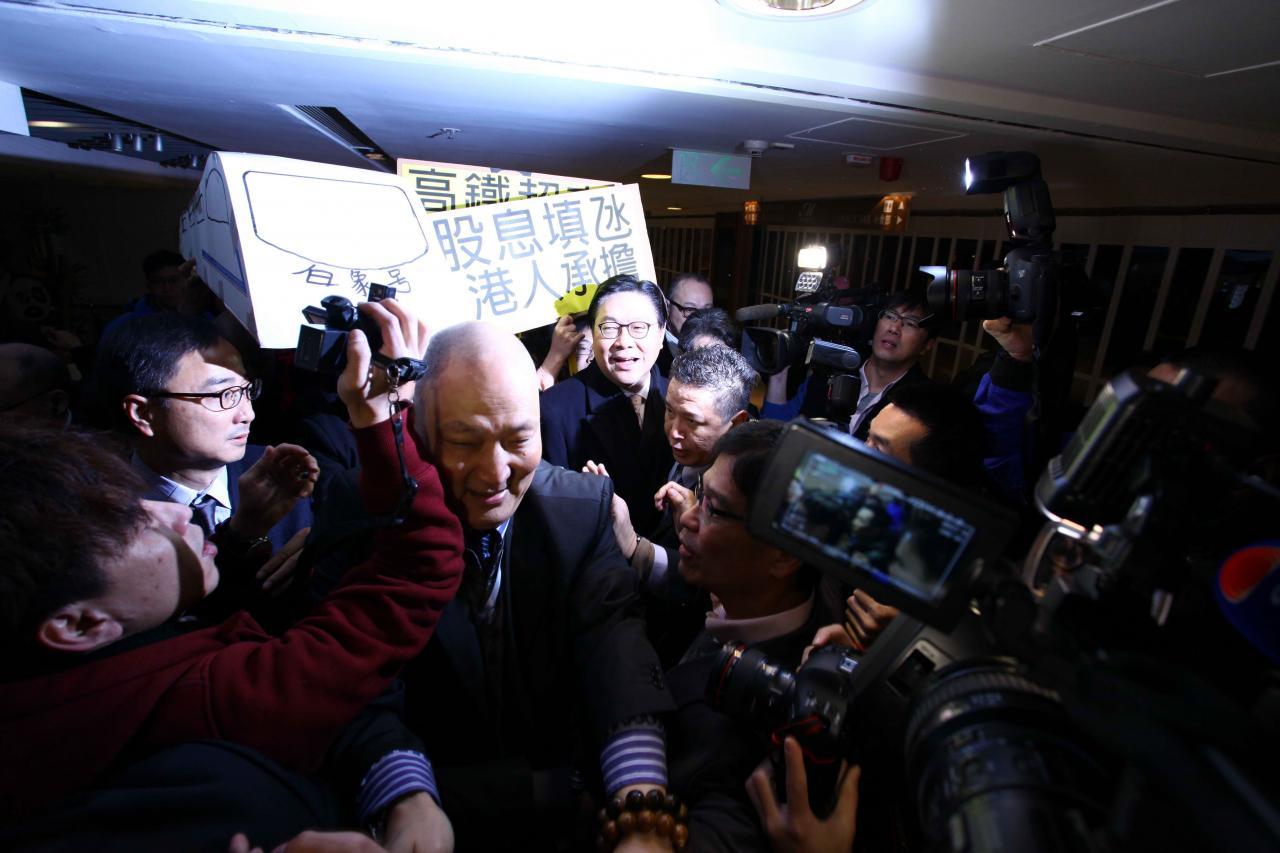 小股東只能透過示威及抗議表達對上市公司的不滿。