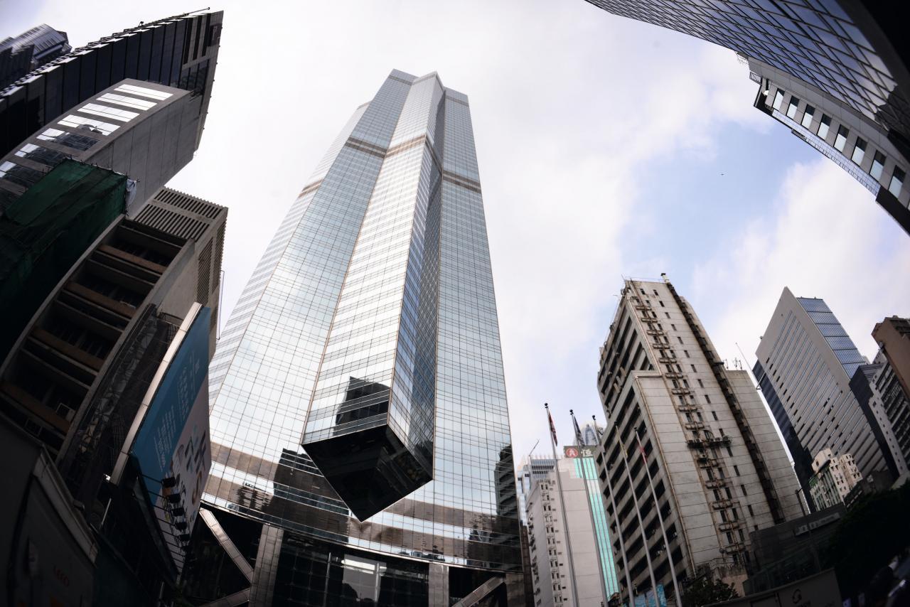 中環中心近期不斷拆售,而車位成交價亦創出新高。
