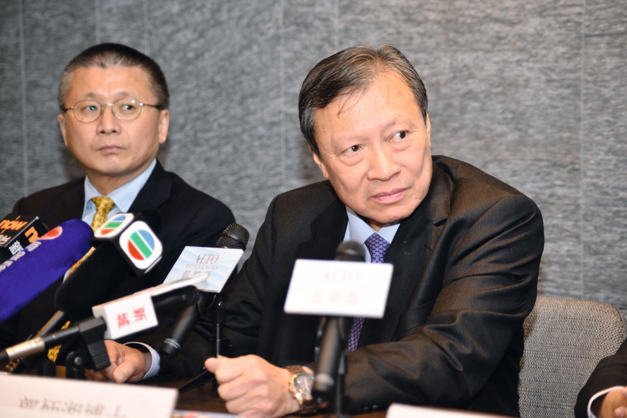 郭炳湘(右)計畫將戰線移回香港,再與兩弟爭過身家。