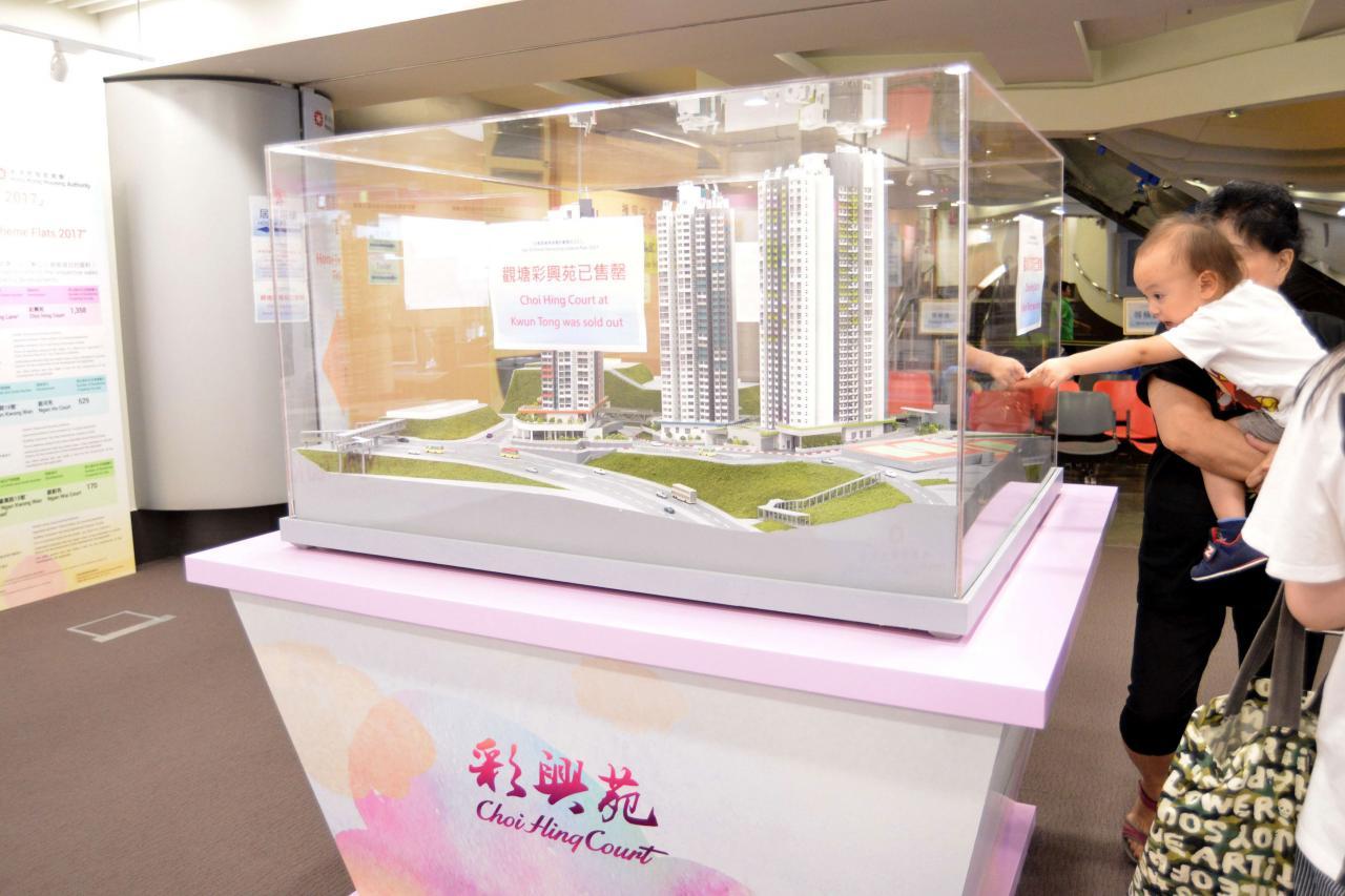 新居屋售價已貼近每呎1萬元的水平。