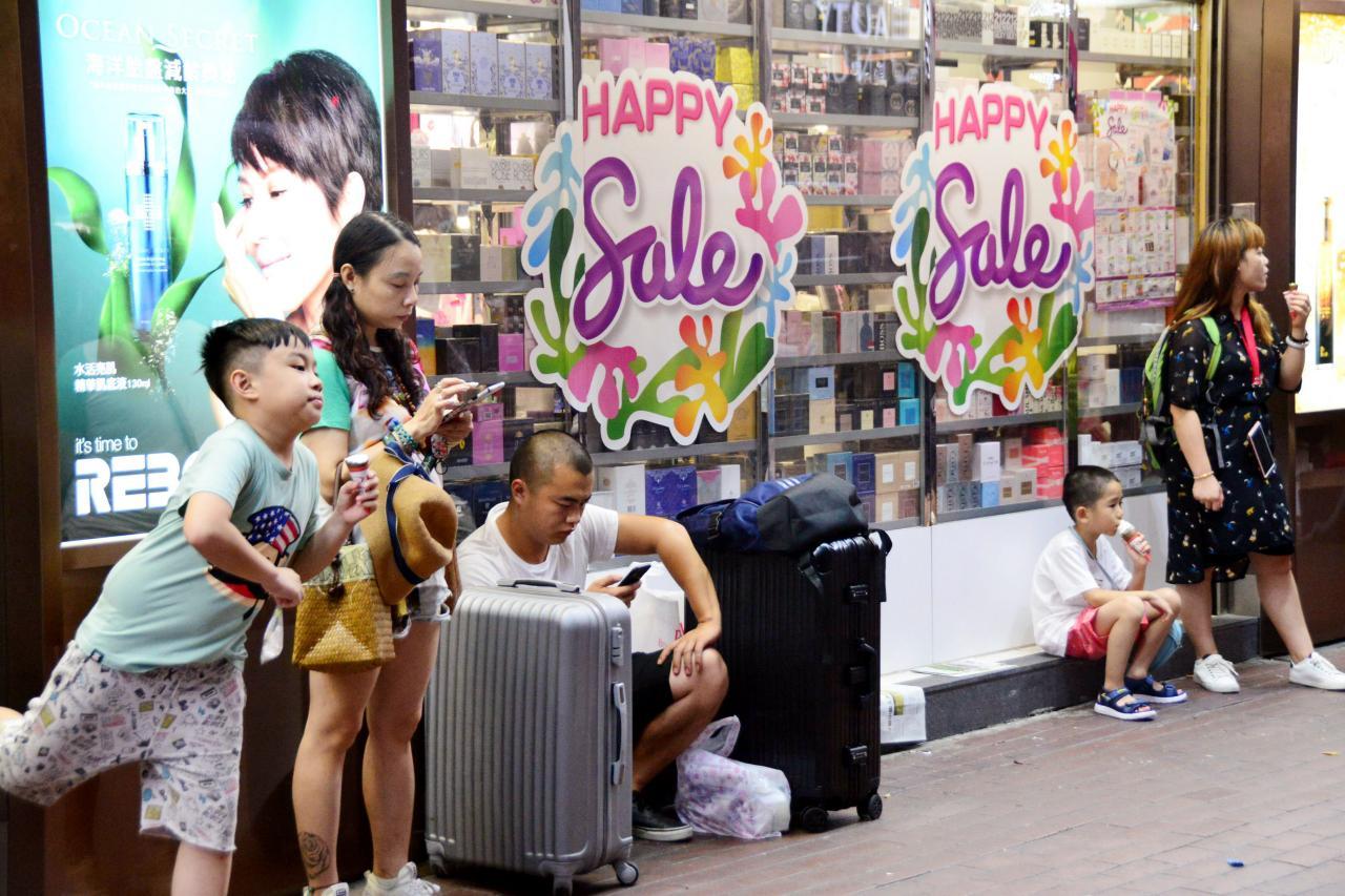 本港租金昂貴,拉高物價,讓香港的零售天堂名聲漸減。