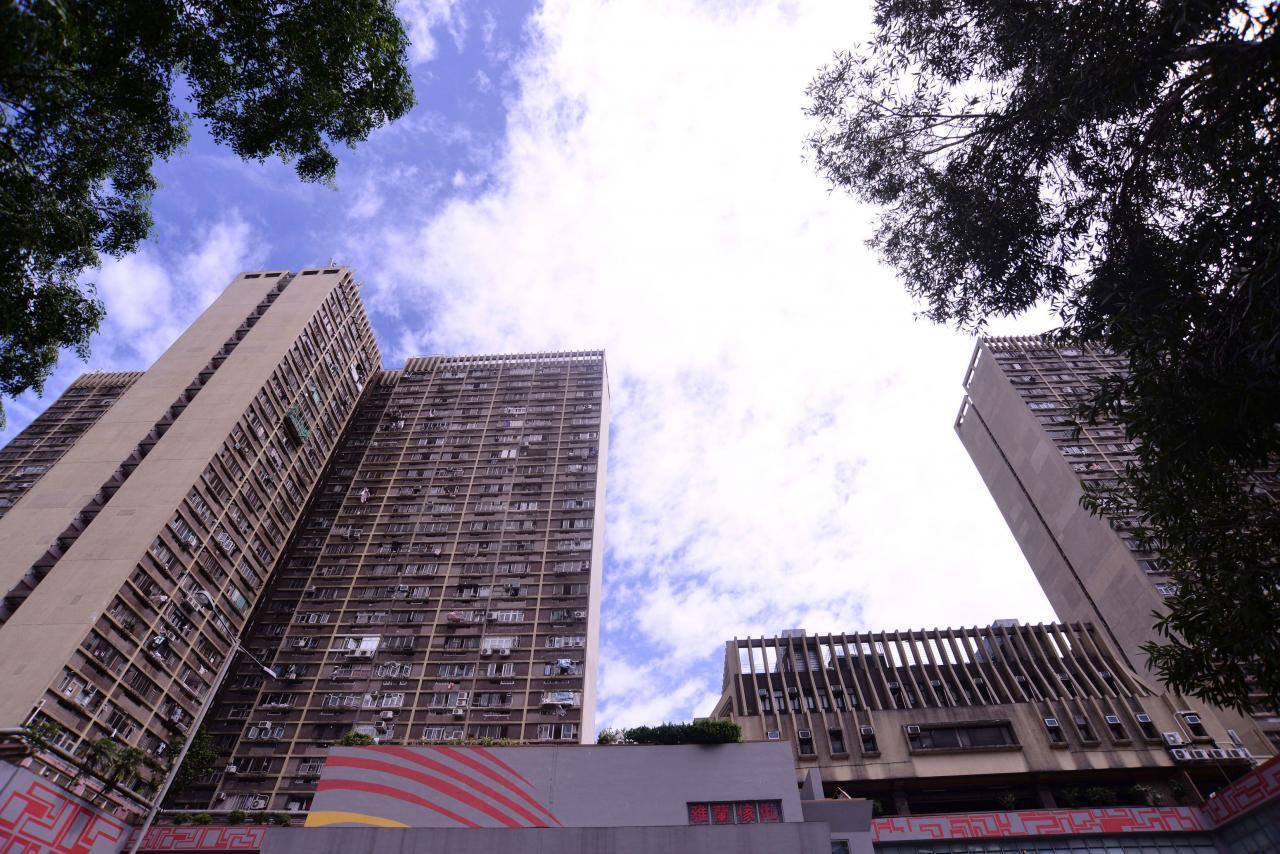黃大仙下邨的綠表市場出現大劈價成交,兩房單位短短一個月跌價兩成。