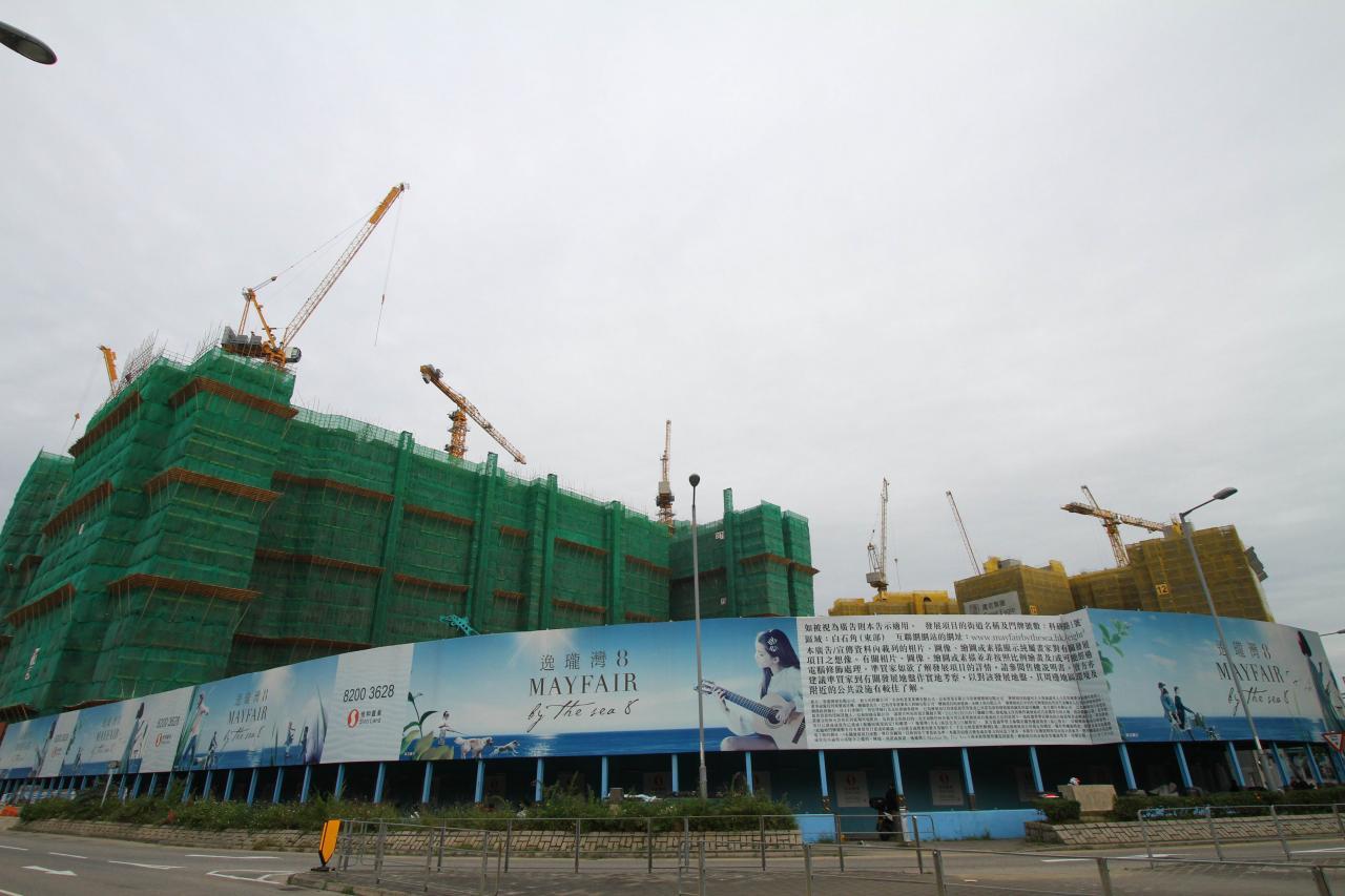 信和置業部署開售已久的逸瓏灣8,預計都有機會在首季內出擊。