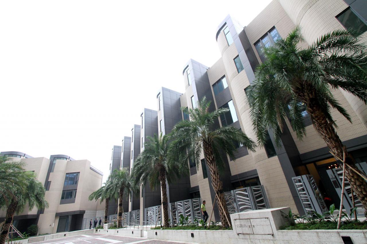 據中原地產研究部統計,2月份價值2,000萬元以上的豪宅(一手及二手)買賣合約登記錄得173宗。