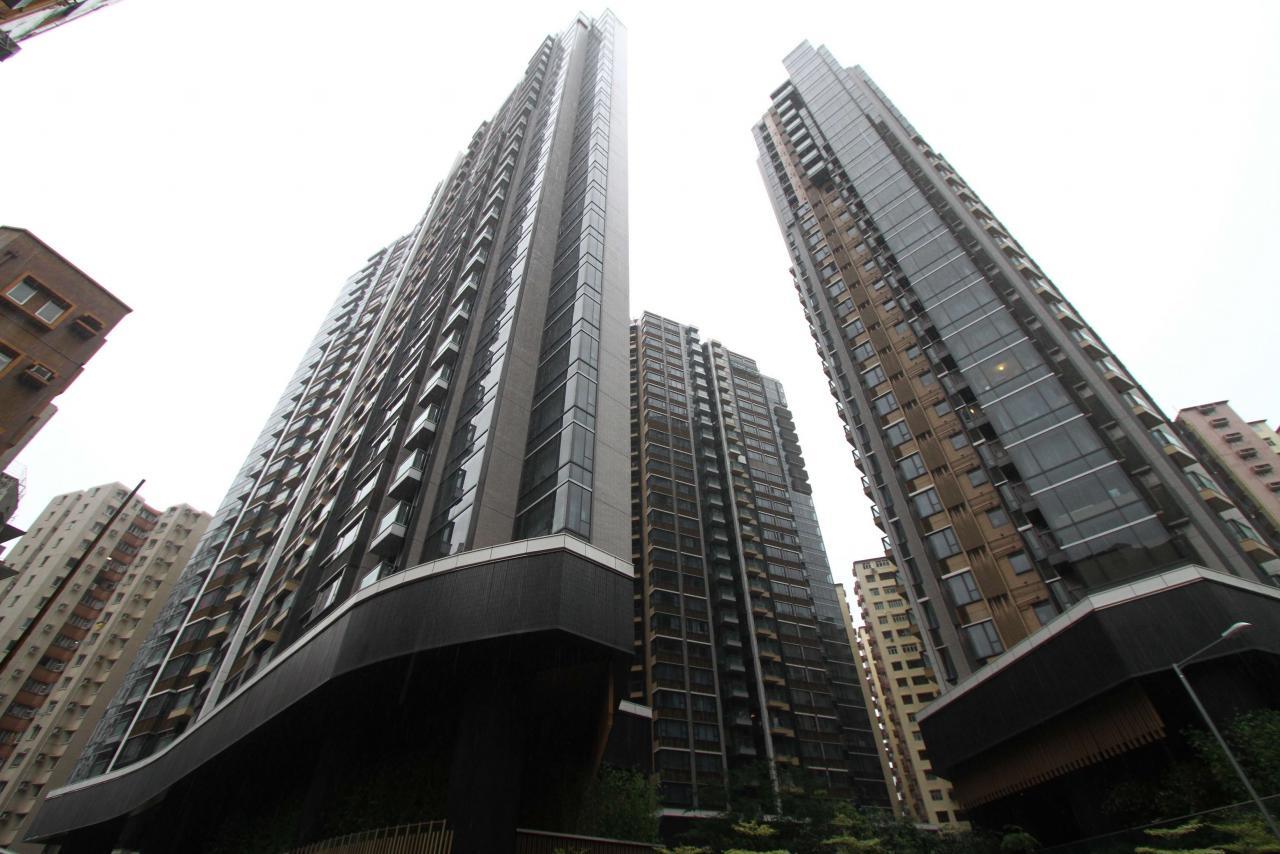 柏蔚山於剛過去週日連沽2伙4房戶,其中1伙呎價及成交價均創項目新高。