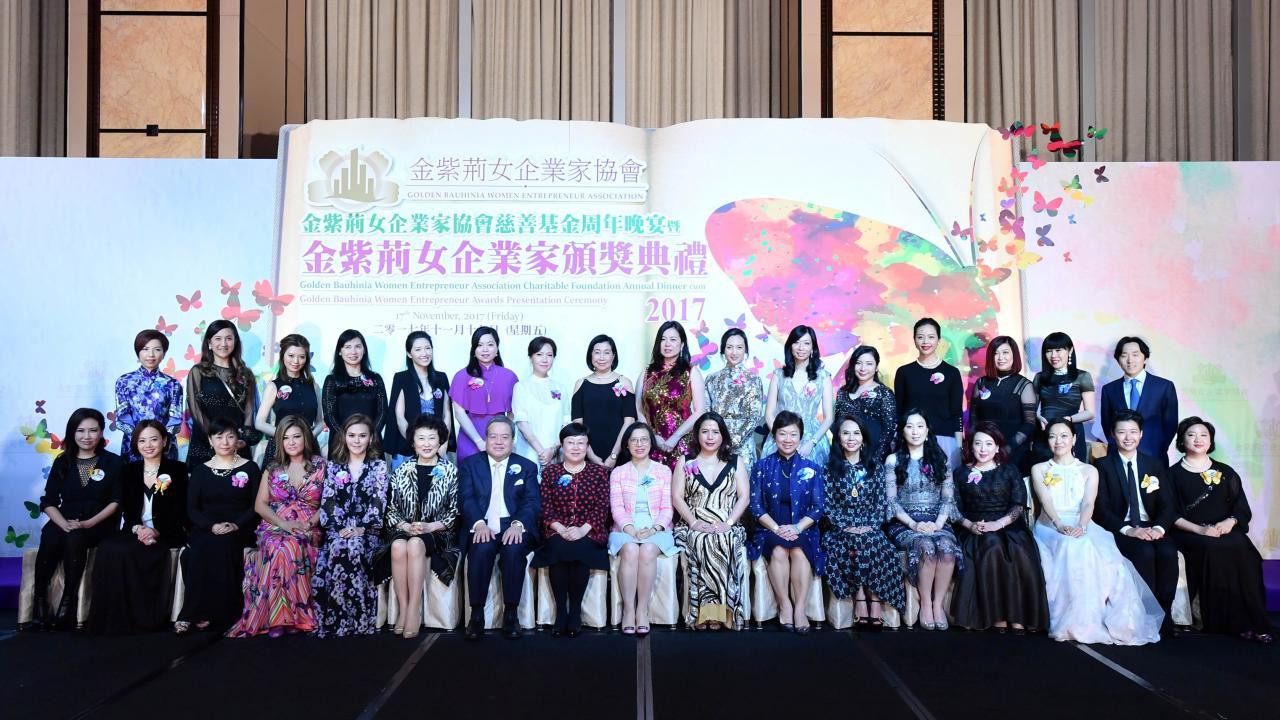 各得獎者、嘉賓以及金紫荊女企業家協會成員一眾出席嘉賓合照。