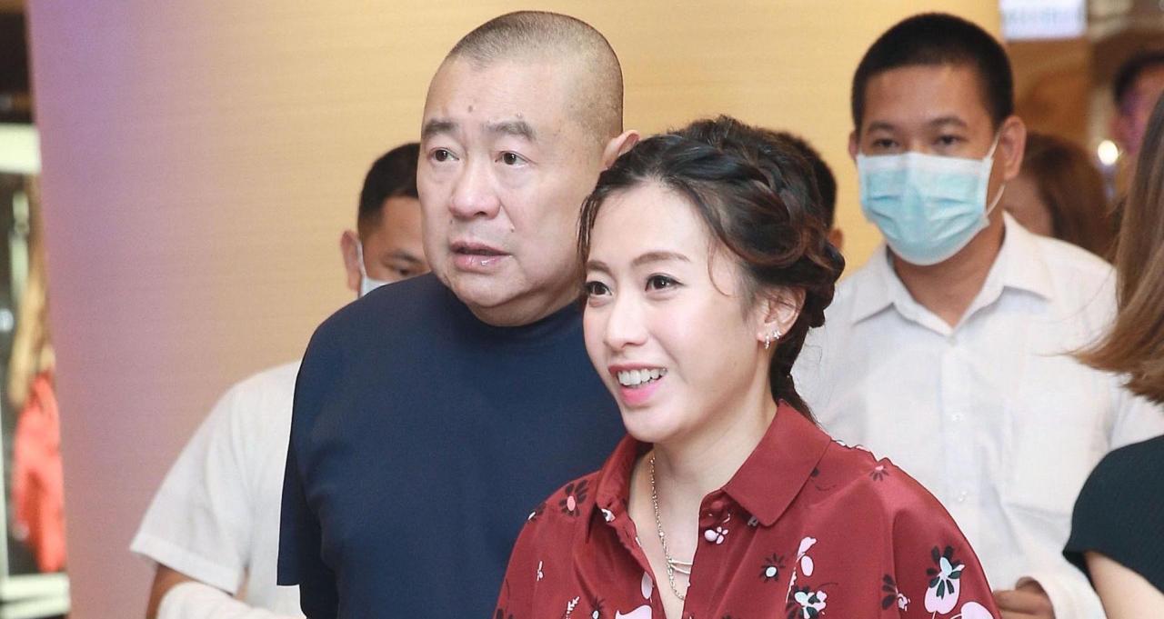 大劉被拍到在加拿大多倫多食飯,老婆甘比未有隨行。