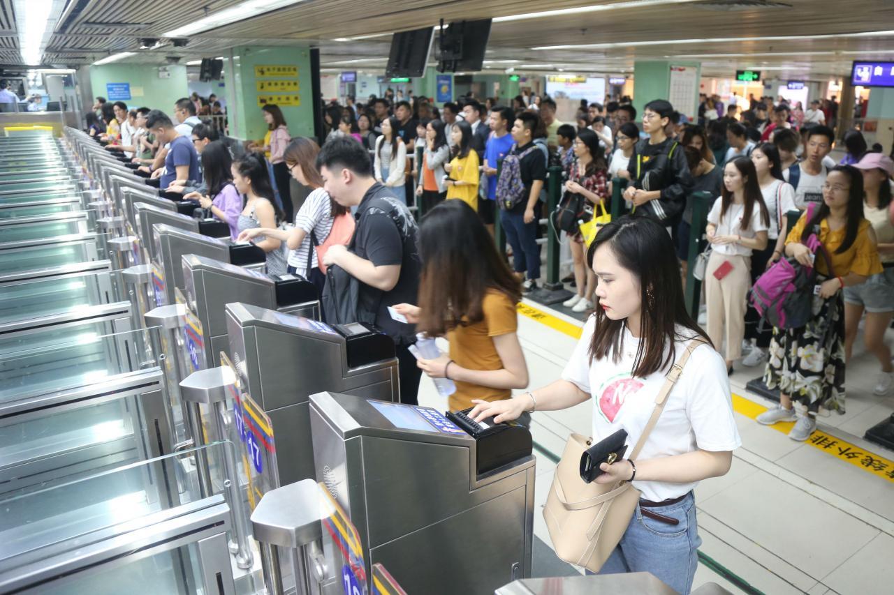 中港兩地無論是人流和物流,皆是暢旺非常。