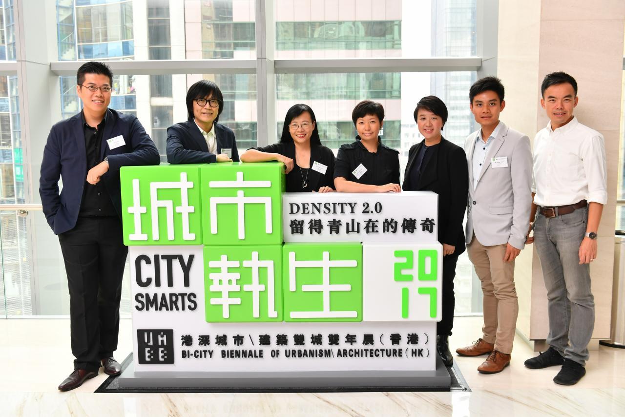 (左三)2017雙城雙年展(香港)的策展團隊由本港著名資深建築師陳麗喬博士擔任總策展人