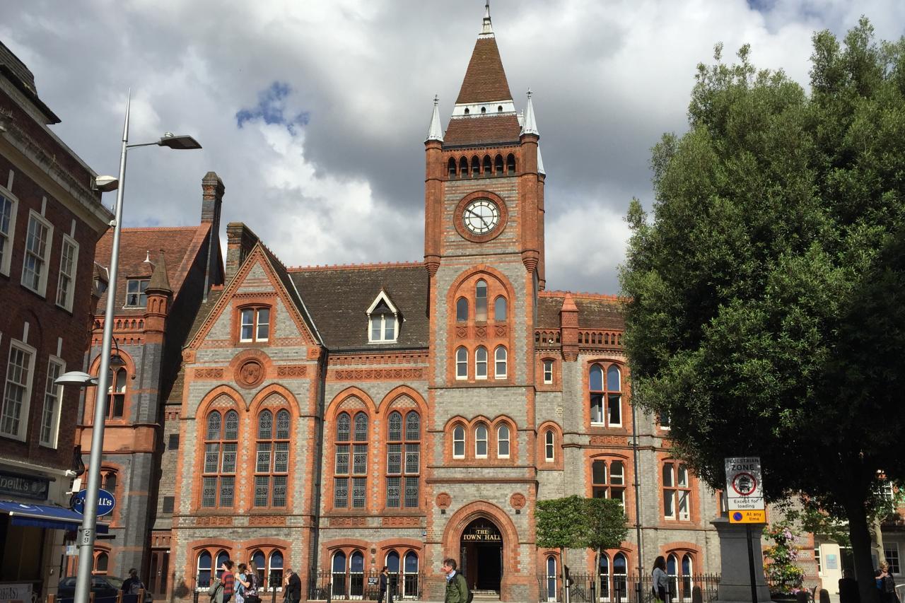 雷丁是英國經濟發展最迅速的城市之一,其所處泰晤士河谷區被稱為「歐洲的矽谷」。