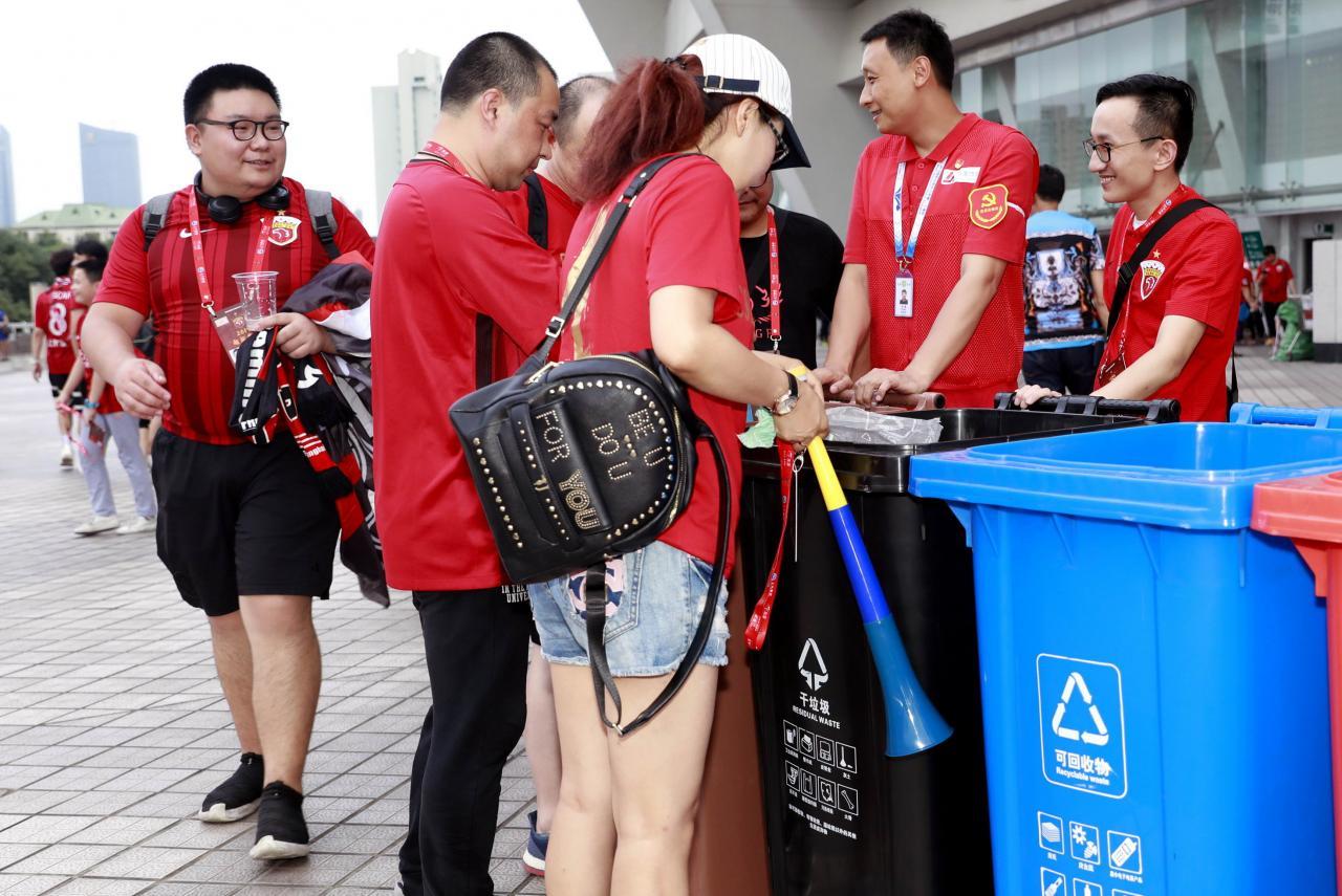 自七月一日起,《上海市生活垃圾管理條例》正式開始實施,上海從此進入垃圾分類年代。
