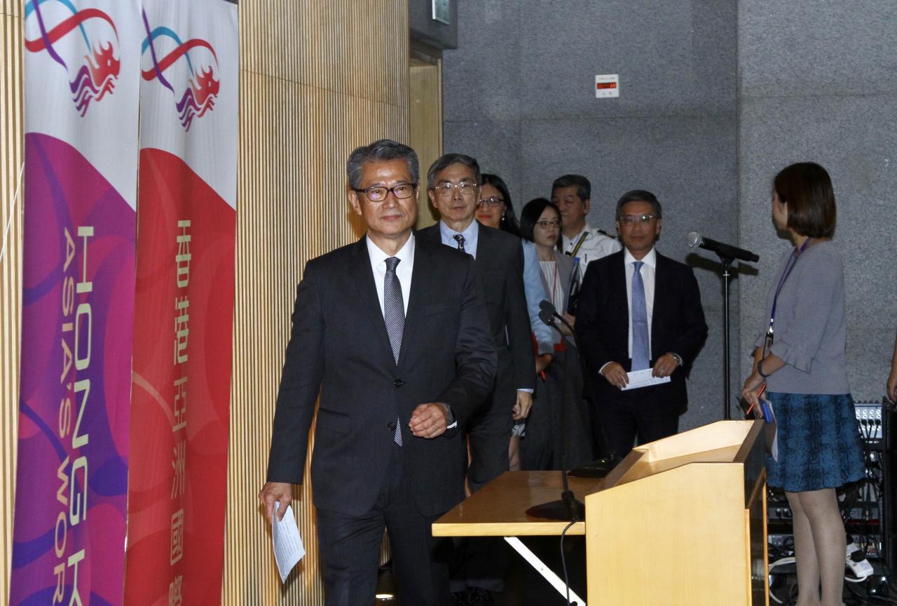 財政司司長陳茂波早前主持新聞發布會,講解當前香港經濟已內外交困。
