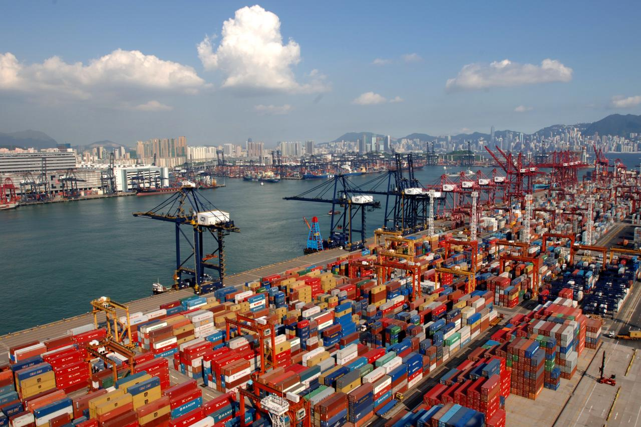 香港上半年貿易表現已差勁,出口連跌七個月,下半年更難樂觀。