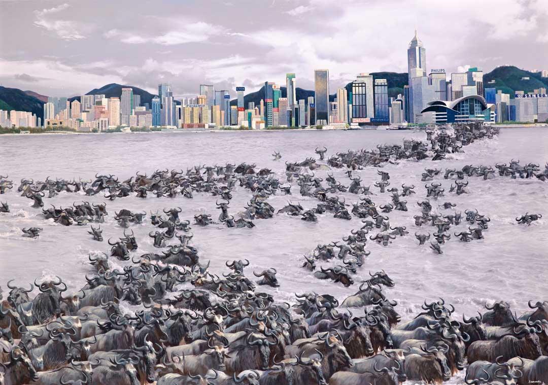 這幅名為《大都會》的畫作,大群牛隻正在維多利亞港渡泳,Samantha解釋寓意是海納百川,有容乃大。她認為香港的繁華來自我們的城市建設、環境衛生、公平營商、公民修養,更重要在於包容的態度。