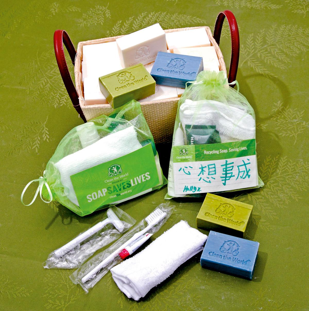 潔世的衛生用品包有一至兩塊肥皂、毛巾、牙刷及剃刀,還有受惠者的心意卡,可供企業贊助購買。