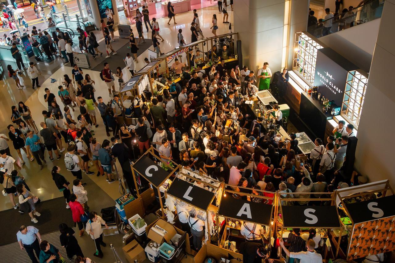 帝亞吉歐集團 WORLD CLASS 世界頂尖調酒大賽於剛過去的星期日在希慎廣場順利舉行,吸引眾多途人駐足觀看。