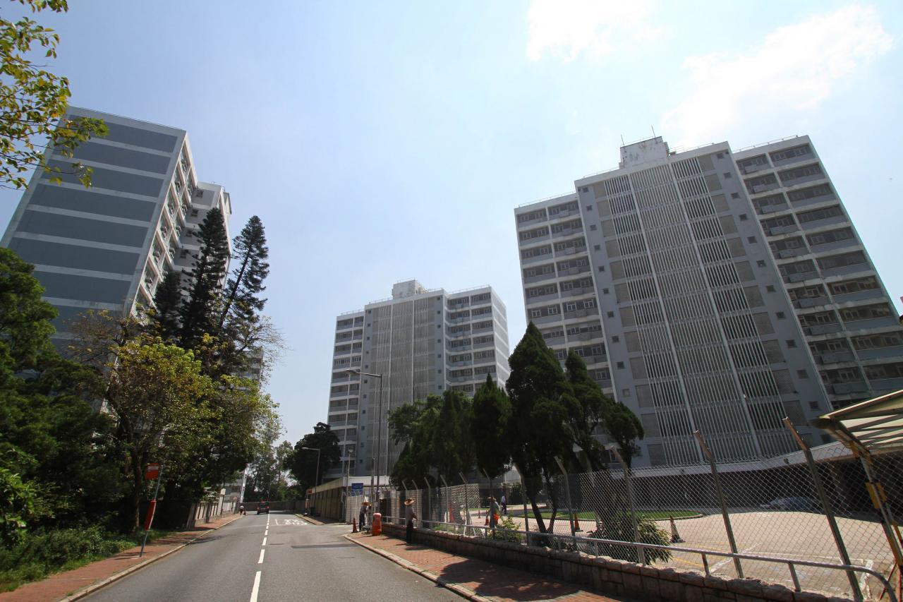 地政總署公開招標出售山頂文輝道住宅地,市場估計該地皮每方呎樓面地價可達6萬元,有力問鼎地王寶座。