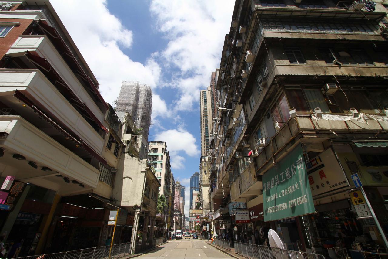 油旺區的樓宇布局多採用「縱橫、格仔」的舊式規畫,其中約850幢舊樓已用盡或超出現時的地積比率。