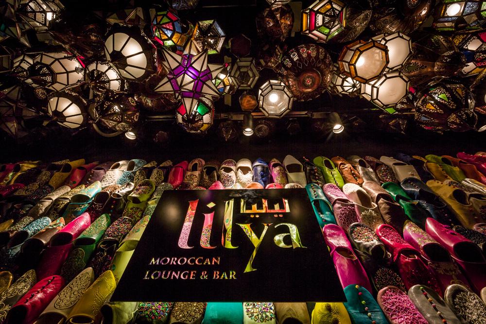 步出升降機,首先映入眼簾的是掛滿了傳統摩洛哥拖鞋babouche的牆壁,色彩鮮艷繽紛,讓人目不暇給。