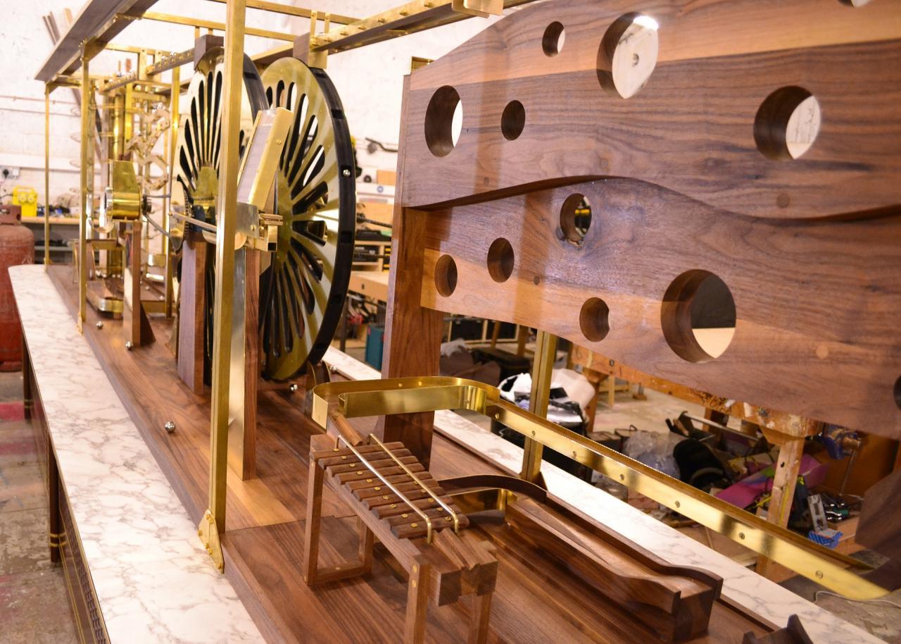 海港城將於1月17日至2月17日期間舉辦「情.尋朱古力」,邀請到來自英國的裝置藝術家Nick Runeckles打造一座大型精緻的「魯比高德堡(Rube Goldberg Machine)」。