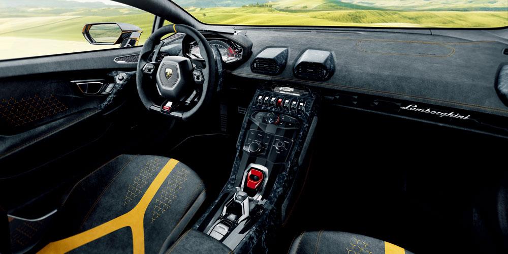 作為量產超級跑車,廠方可以為車主度身訂造多個個人化設定。