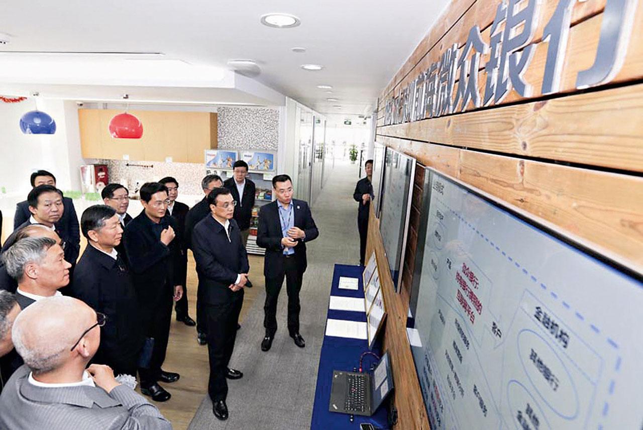 騰訊旗下的微眾銀行擬在深圳興建網上銀行總部,圖為國務院總理李克強參觀時攝。