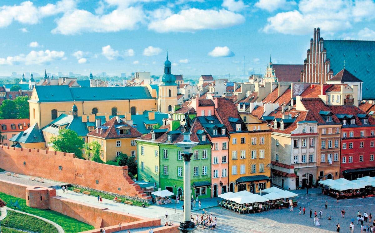 波蘭以驚人的速度將被戰爭摧毀的華沙老城區復原。