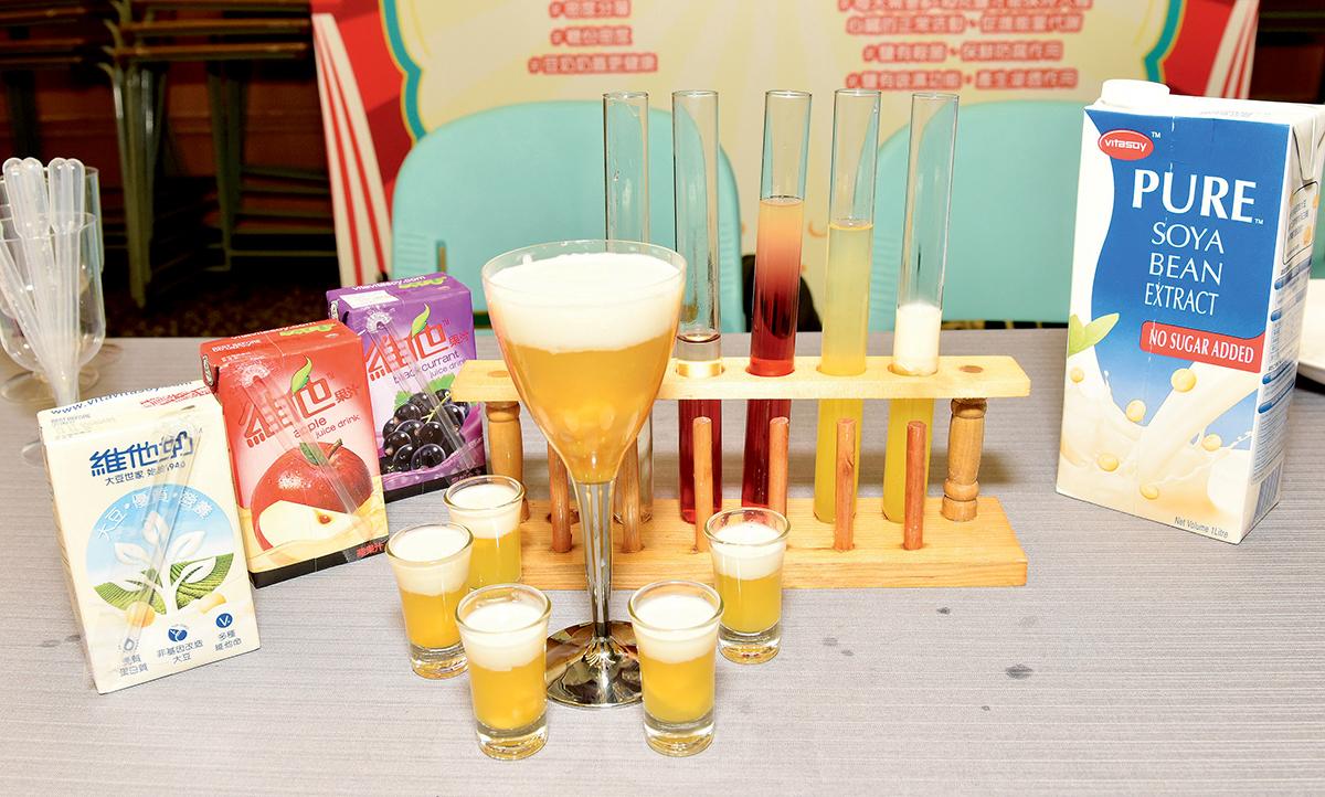 彩虹特飲(芒果奶蓋)在計劃內其中一個學生任務是利用多款植物為本的飲品製作多層彩虹特品,藉此讓他們了解各種植物為本飲品的成份,並分組進行實驗,製作美味又美麗的飲品,從而探索分層效果背後的原因。