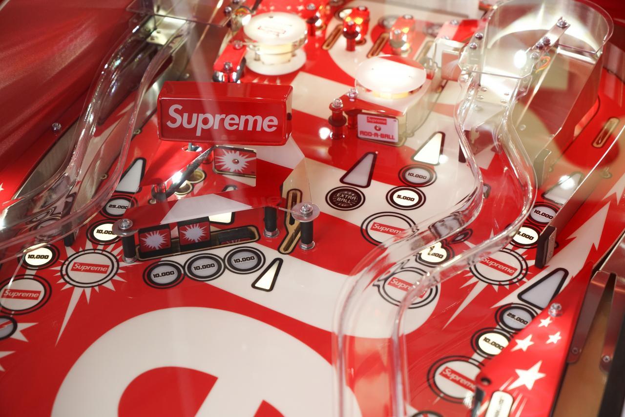 蘇富比呈獻The Supreme Vault:(1998-2018)網上專場拍賣會,幾乎涵蓋Supreme歷年生產的所有配飾配件。
