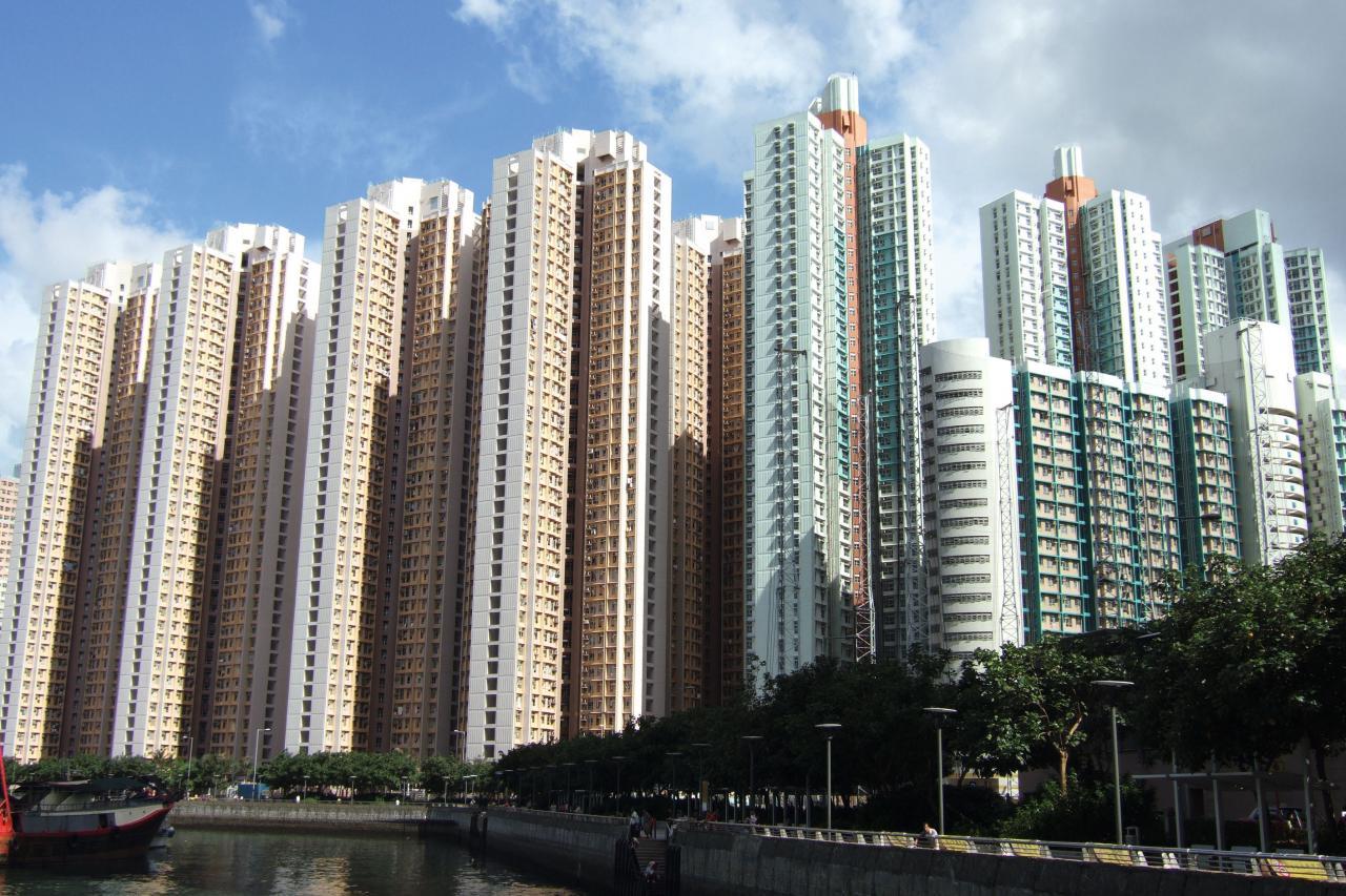 筲箕灣居屋東旭苑3房戶首達800萬元,創全港綠表居屋新高。