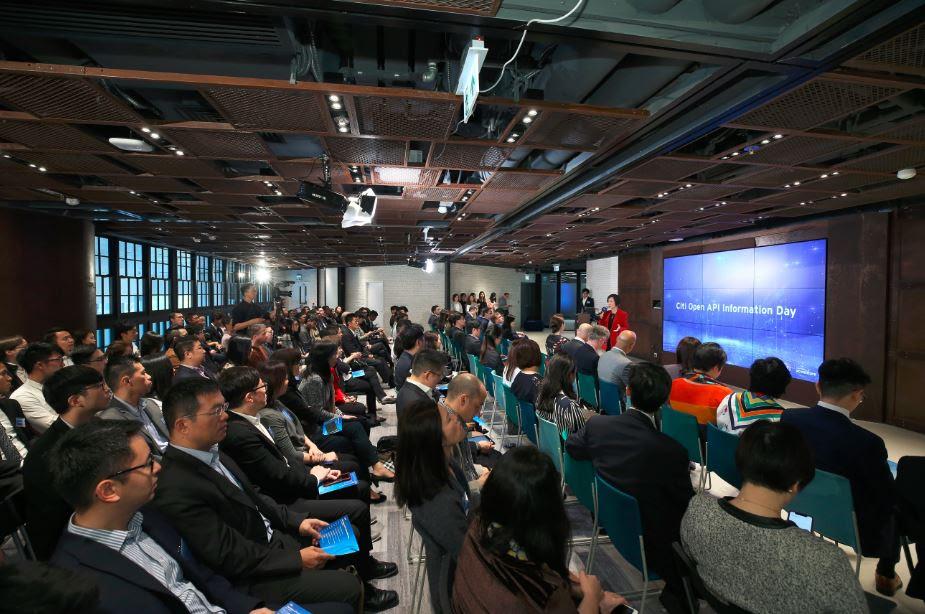 活動當日介紹花旗香港開放應用程式介面(API)的技術及其可用的功能,並就客戶日常生活「衣、食、住、行」角度上,使用開放應用程式介面(API)可帶來的商業效益。