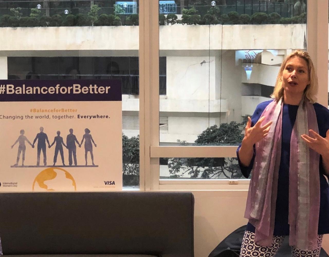今日Visa香港和澳門區董事總經理史美琪與其團隊在公司共晉早餐,並分享對性別平等的看法。