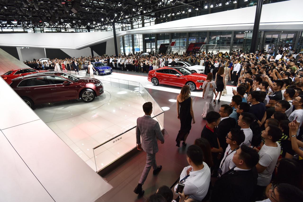 今年首十一個月,汽車產銷按年繼續呈下降趨勢,跌幅更較首十個月擴大。