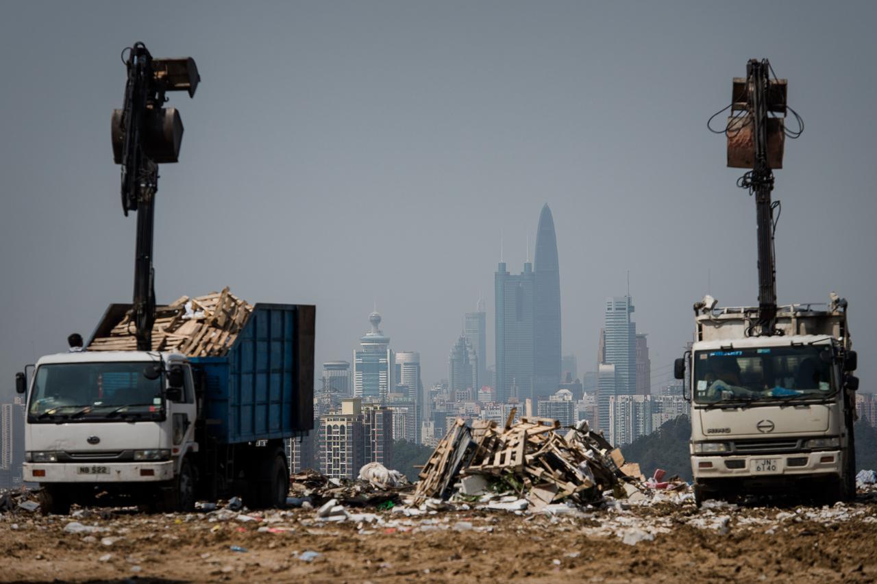 本港二○一七年都市固體廢物平均每日產生量,較二○一六年上升了百分之三點七。