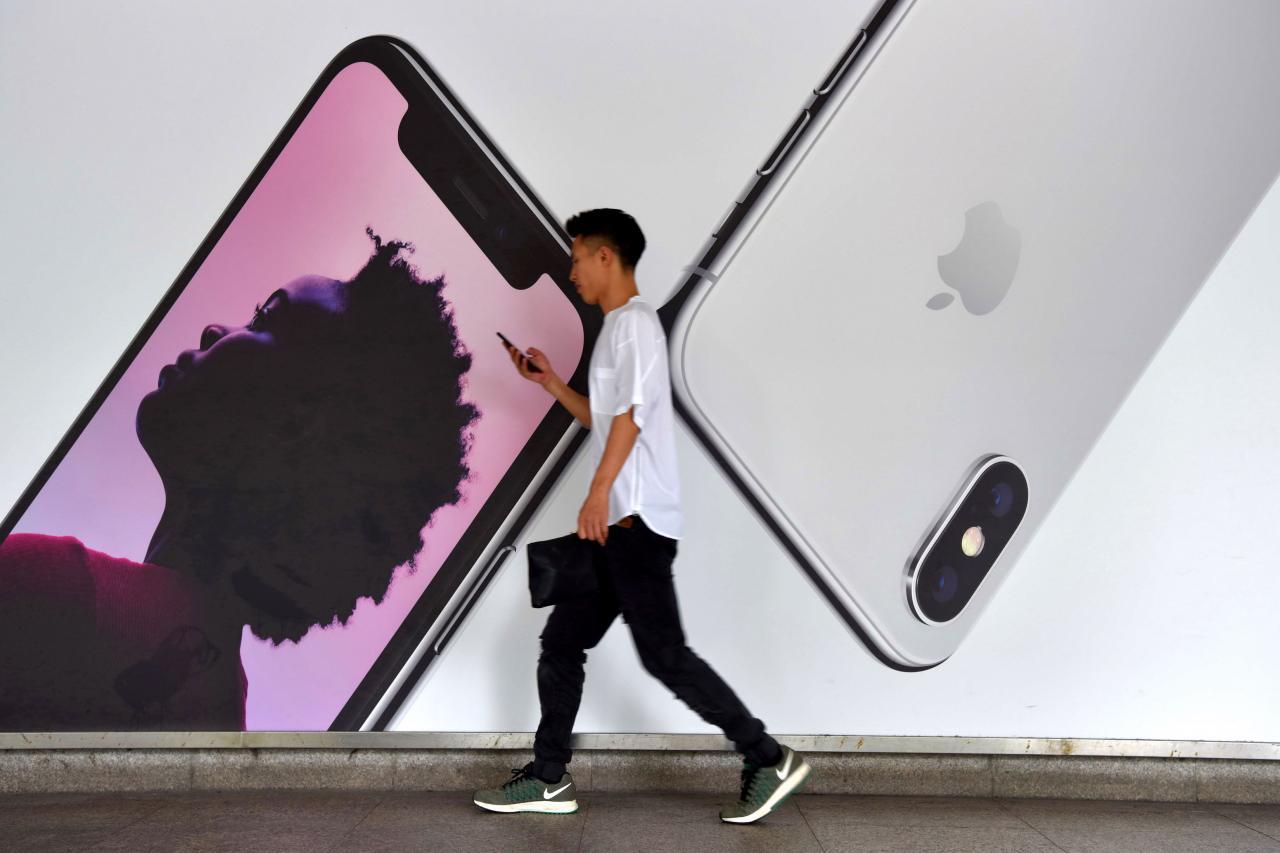 蘋果今年罕有把新推出手機降價,正正反映全球手機市場的困境。