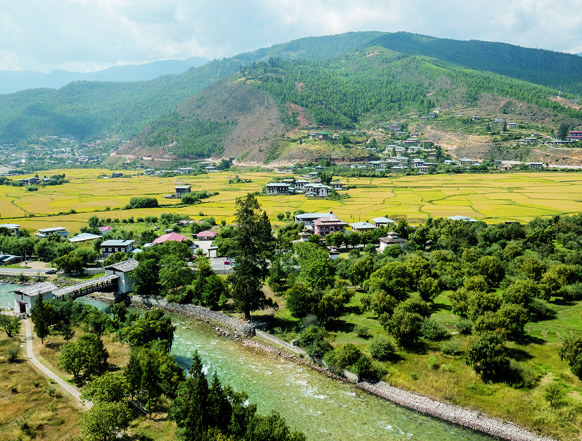 不丹到處可見稻田,秋天的時候到處泛著秋收的金黃。