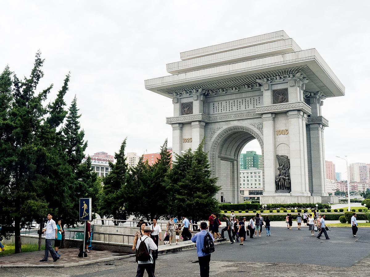 平壤也有凱旋門,是「紀念朝鮮領袖金日成兩次戰勝侵略朝鮮的日本及美國」而建成。