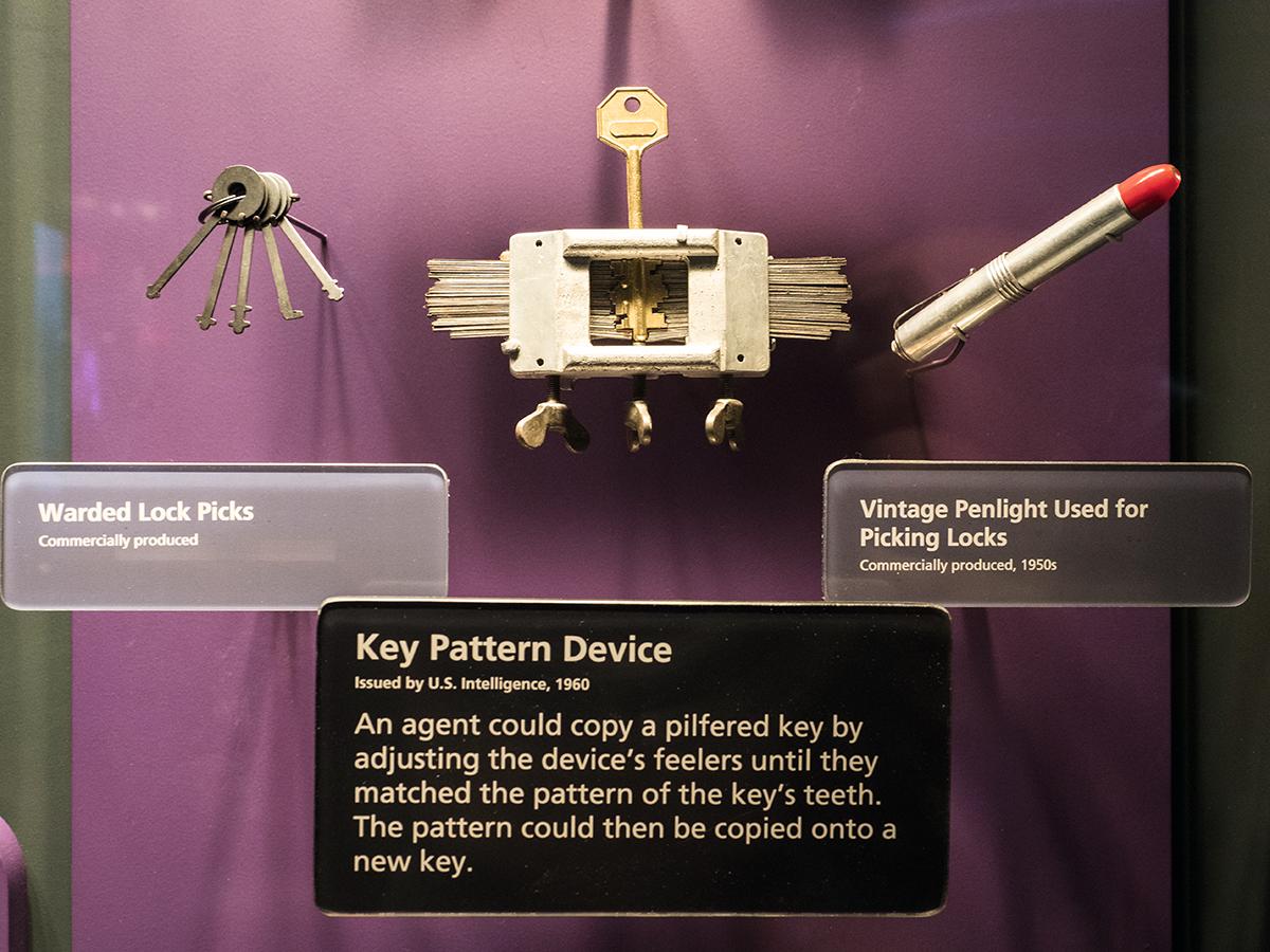 這些萬用鎖匙,如今看來像有點過時或老舊,卻是上世紀特工們必備的工具之一。