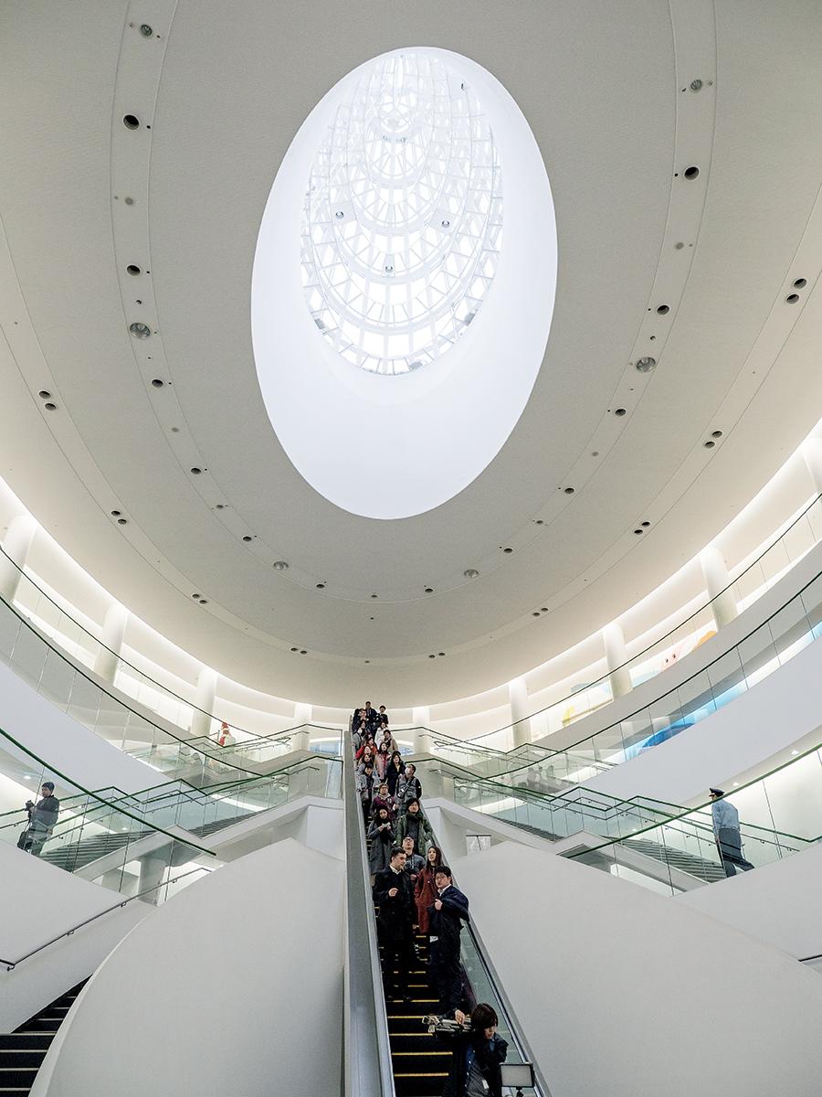 如恐龍蛋的建築設計,由已故日本著名建築師黑川紀章操刀。